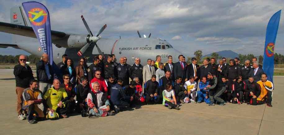 Geleneksel Çoklu Paraşüt Atlayışı Türkiye Rekor Denemesi