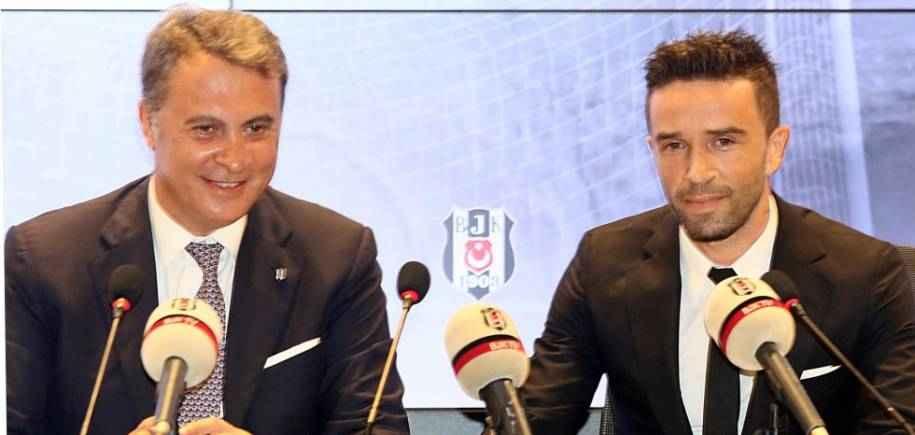 Gökhan Gönül, Vodafone Arena'da Törenle Sözleşme İmzaladı